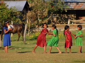 ninas-zapatistas-jugando