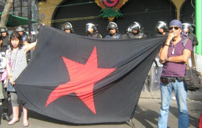 Juan Francisco Kuykendall y Eva Palma en la marcha del 2 de octubre en 2012, Ciudad de México
